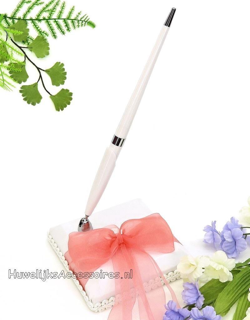 Zeer mooie gasten pen met houder, en een roze organza strik