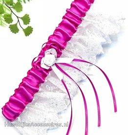 Azalea met witte kant kousenband