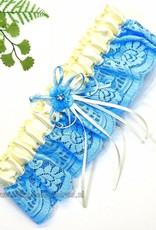 Kousenband crème en blauw met blauwe bloemen en strass