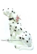 Ringkussentje voor de hond versiert met roze/paars lint en kant