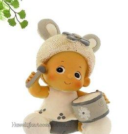 Schattige kleine jongetje met trommel