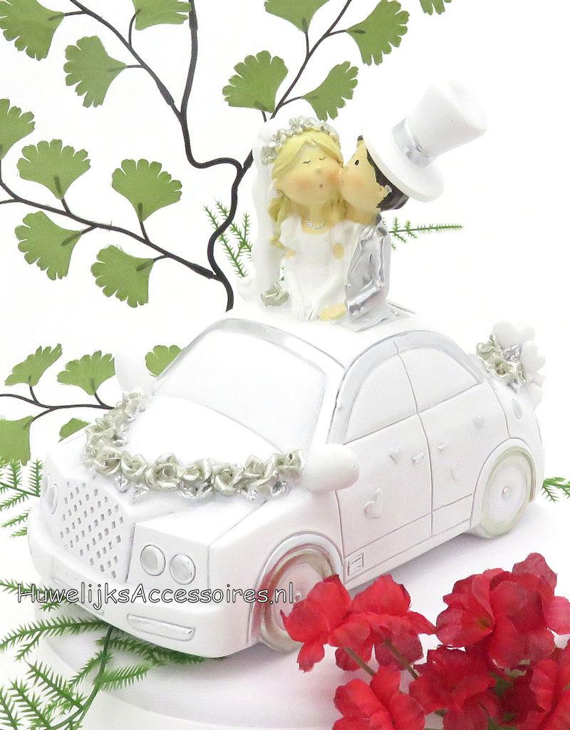 Bruidspaar in een wit en zilver bruidsauto taart topper