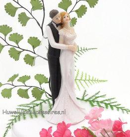 Bruidegom houd zijn bruid vast taarttopper