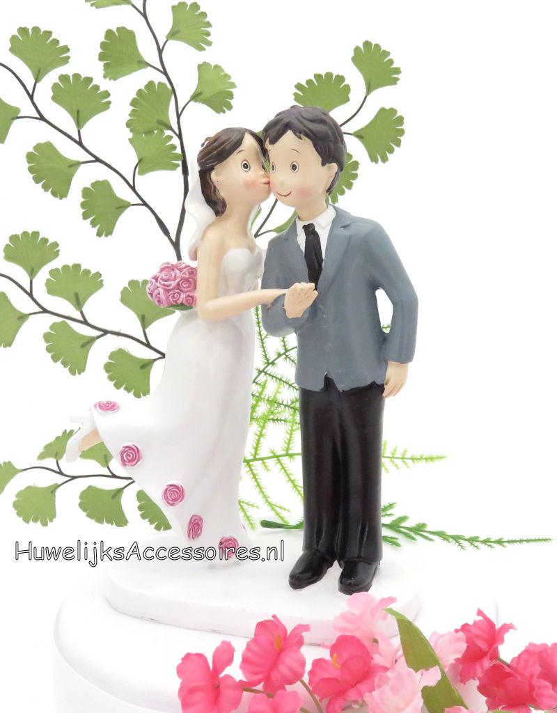 Grappige 'Kus of de wang' bruidspaar bruidstaart topper