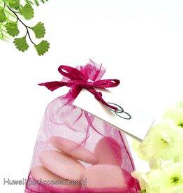 Fuchsia organza zakje met bruidssuiker