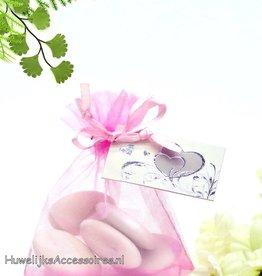 Licht roze organza zakje met bruidssuiker