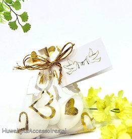 Wit en goud organza zakje met snoepjes