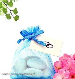 Turquoise organza zakje met bruidssuiker