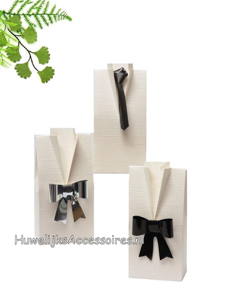 Huwelijks bedankje doosje als smokingshemd met strik