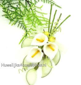 Mooie bloem boeket lelies met witte dragees