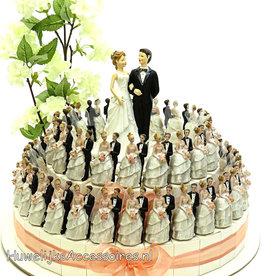 Huwelijk taart versierd met bruidsparen