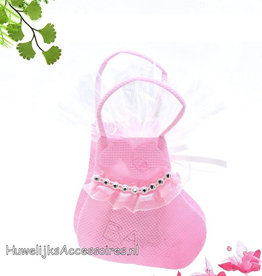 Roze sokje met roze en witte suikerhartjes