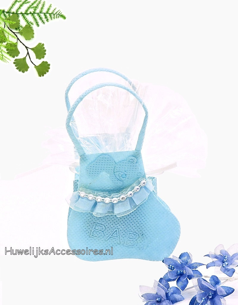 Geboorte bedankje als baby sokje versiert met blauwe kant