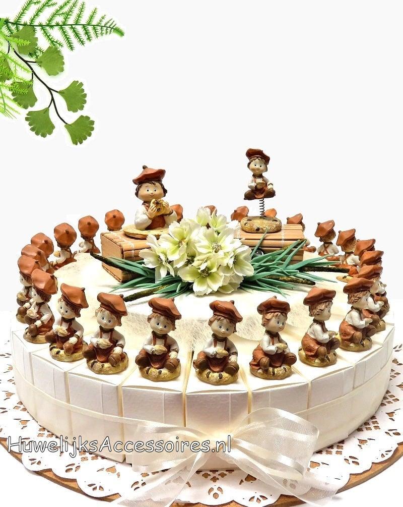 Bedankjes taart met kinderen die koekjes vast houden