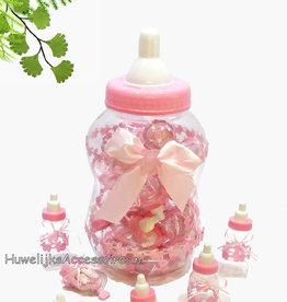 Roze babyfles met roze bedankjes