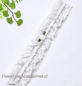 Witte kousenband met witte roosje