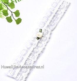 Witte kousenband met ivoren roosje