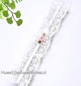 Witte kanten kousenband met roze roosje
