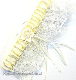 Crème met ivoren kousenband