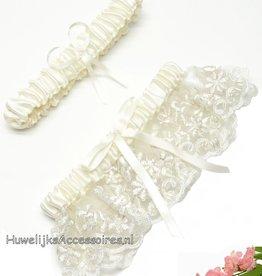Licht crème satijn en kant kousenbandje set