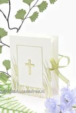 Communie bijbel als bedankje versierd met gouden lint