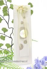 Bruidssuiker in hoog crème doosje met lint en 2 ringen