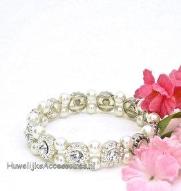 Rekbaar armband met parels en strass bloemen