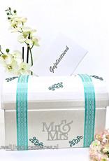 Mr & Mrs receptie enveloppendoos versierd met mint groen lint
