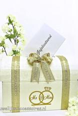 Mr & Mrs receptie enveloppendoos versierd met goud lint
