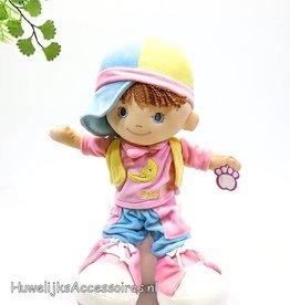 Stofpop meisje met roze schoentjes