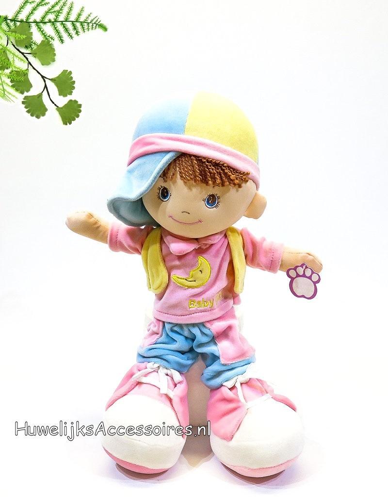 Stofpop baby meisje met roze schoentjes