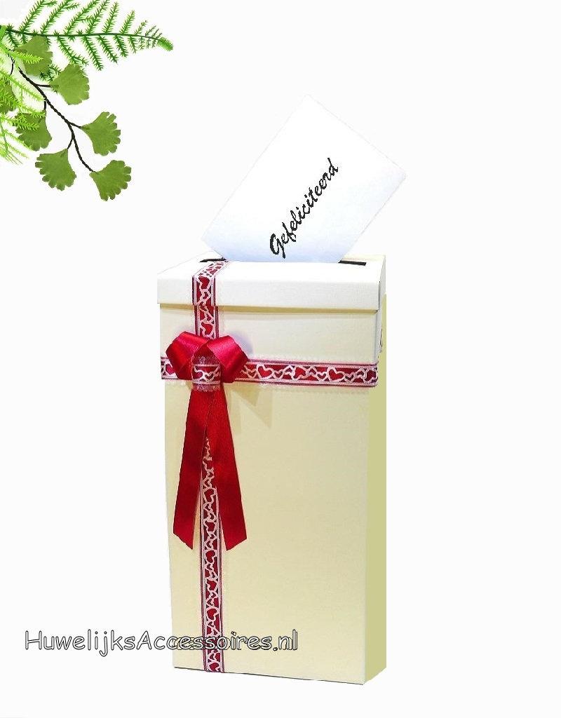 Heel mooie hoog ivoor enveloppendoos, kersenrood lint