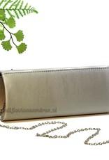 Zilver satijnen gekleurde tasje, met geplooide voorkant en strass steentjes
