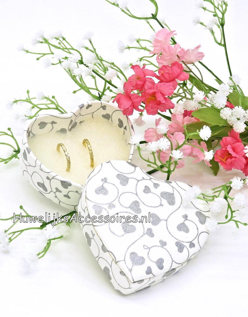 Ringdoosje hartvormig met zilveren hartjes print