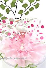 Prachtige ooievaar taarttopper versierd met roze tule