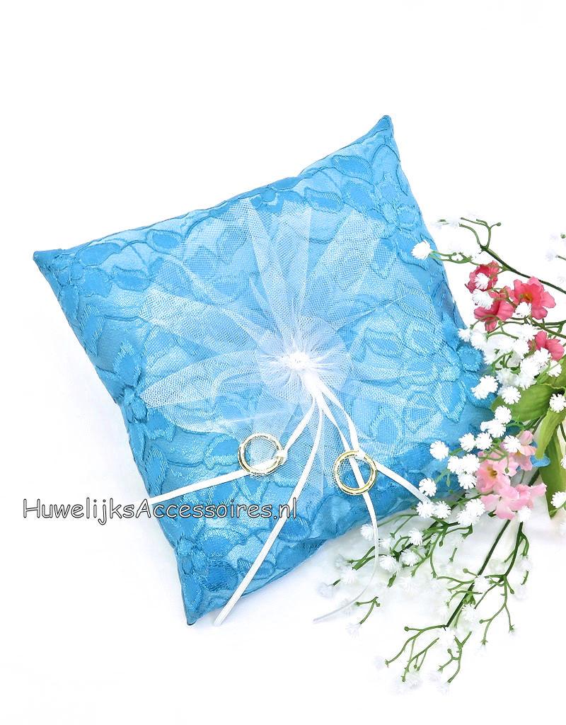Turquoise trouwring kussen met lintjes en een bloem met pareltjes