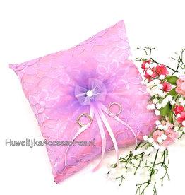 Trouwring kussen met roze en lila kleur