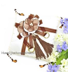 Trouwring kussen met bruine bloemen