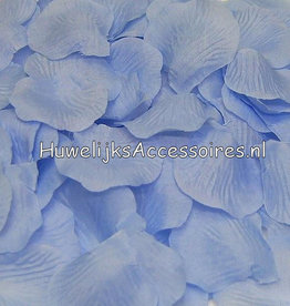 Mooie rozenblaadjes licht blauw