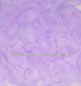 Licht lila rozenblaadjes