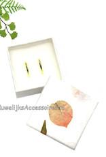 Mooie trouwring doosje met bougainville blaadjes