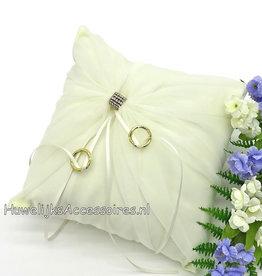 Ecru trouwring kussen met een strass ring