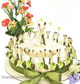 Huwelijk taart bruidspaar met bloemen