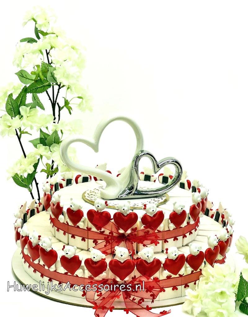 Leuke huwelijksbedankjes taart versierd met rode hartjes