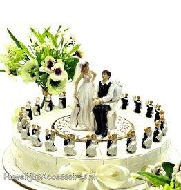 Huwelijk bedankjestaart bruidegom tilt bruid