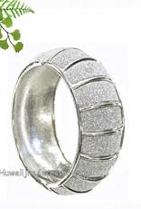 Slavenarmband zilverkleurig, versierd met strass steentjes