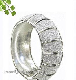 Zilveren armband met fijne strass steentjes