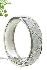 Slavenarmband zilverkleurig versierd met fijne strass steentjes