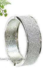 Slavenarmband zilverkleurig versierd met strass steentjes