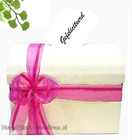 Schitterende crème enveloppendoos met fuchsia lint